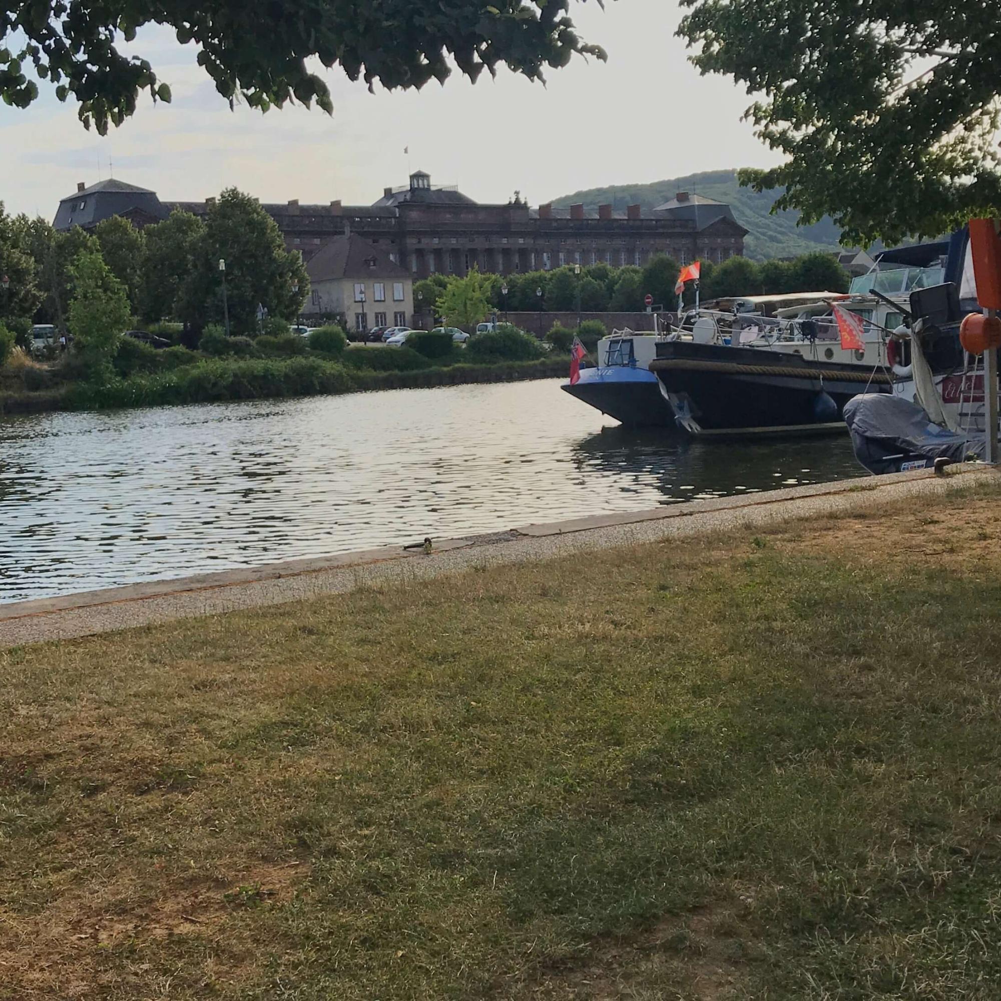 noch sind keine Sommerferien - am Hafen hat es noch Platz